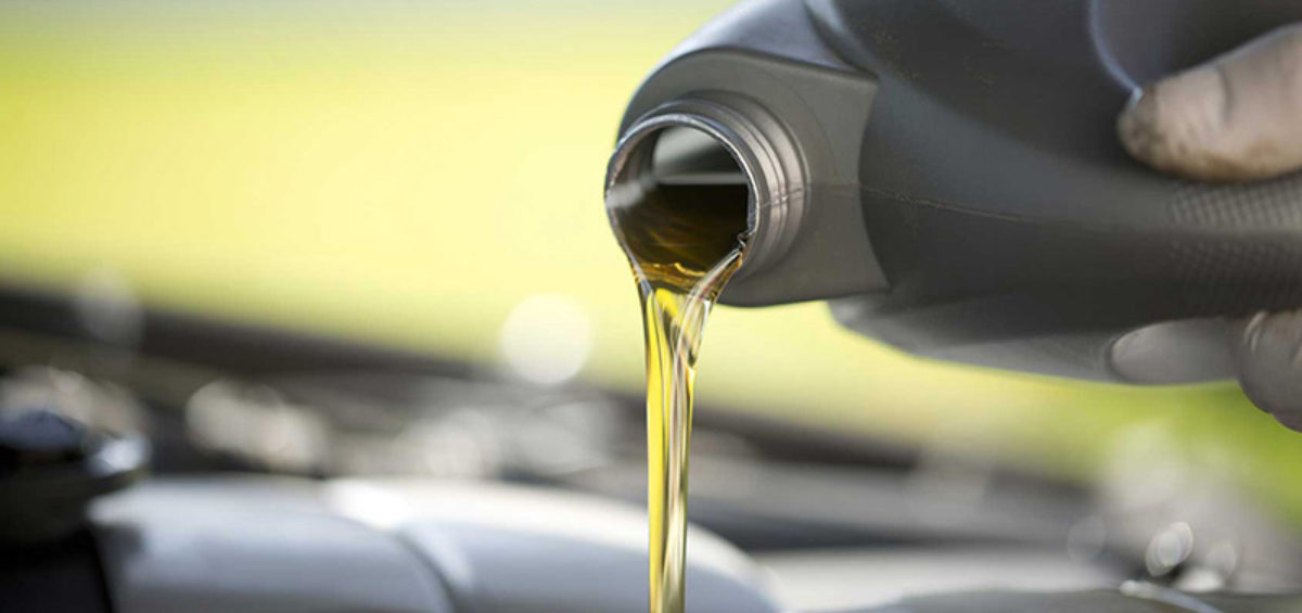 filling up car hood with oil