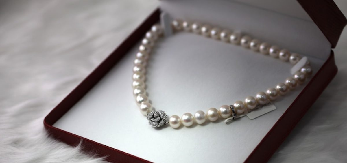 a pearl necklace gift
